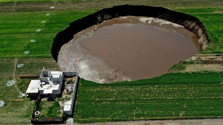 Cerrará la planta de Bonafont si provocó socavón en Zacatepec, advierte Barbosa
