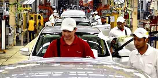 Sube empleo en industria manufacturera, pero bajan salarios