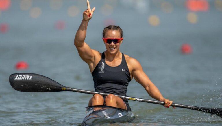 Lisa Carrington consiguió el tricampeonato olímpico en los 200m de Kayak individual